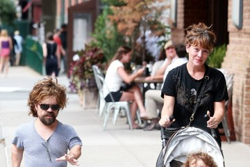 Erica Schmidt Peter Dinklage and His Family Go for a Stroll in New York