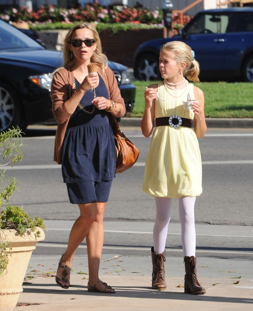 Ava Phillippe Photos Photos - Reese Witherspoon & Family ...