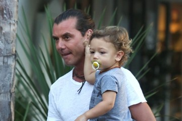 Gavin Rossdale Gavin Rossdale Takes His Boys out to Dinner