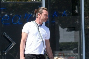Gavin Rossdale Gavin Rossdale Takes His Son Shopping