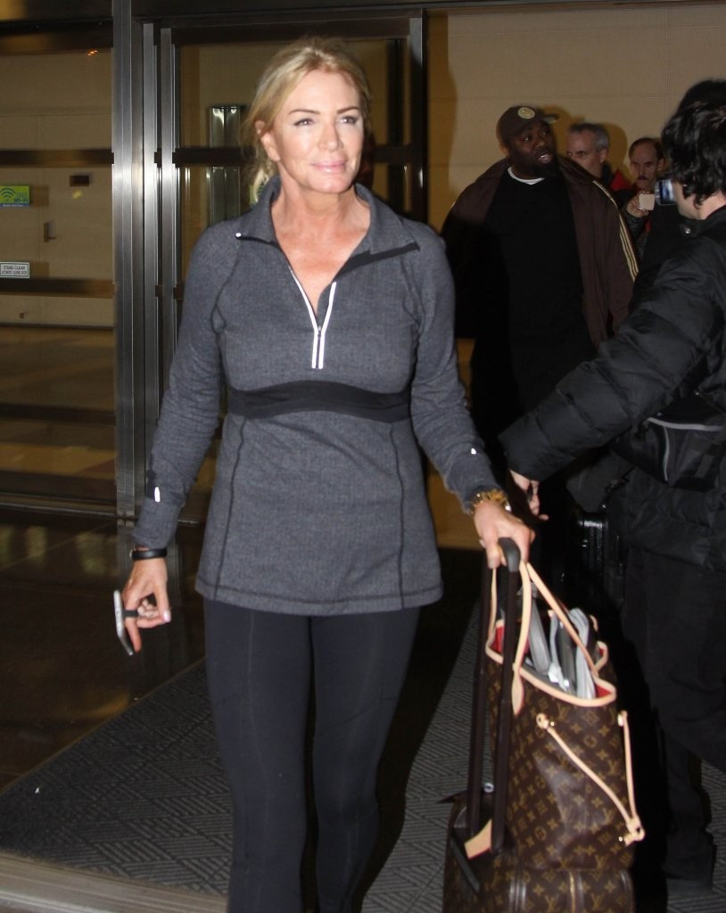 Shannon tweed photos photos gene simmons shannon tweed touch down in d c zimbio - Matelas simmons back touch ...