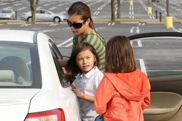 Cara Gosselin The Gosselin Nanny Picking Up The Twins From The Bus Stop