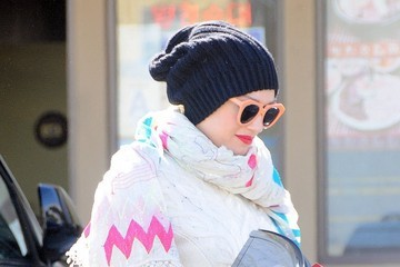 Gwen Stefani Gwen Stefani Leaves Her Acupuncture Appointment