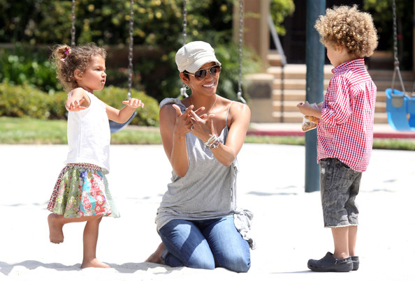 http://www1.pictures.g... Halle Berry Kids