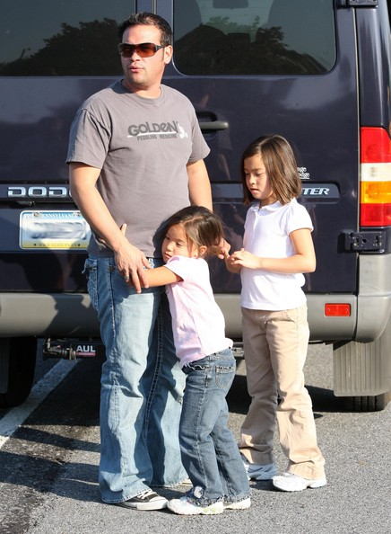 Jon Gosselin Picking Up His Kids From The Bus Stop