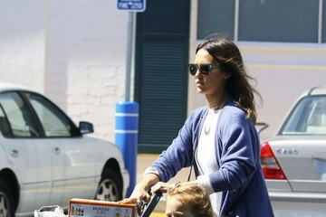Haven Warren Jessica Alba Goes Shopping with Her Daughter