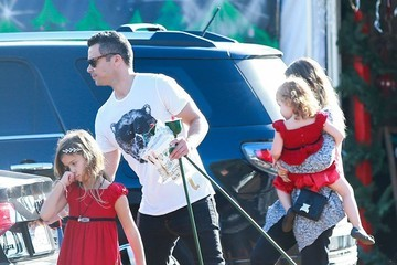 Haven Warren Jessica Alba & Family Shopping For A Christmas Tree