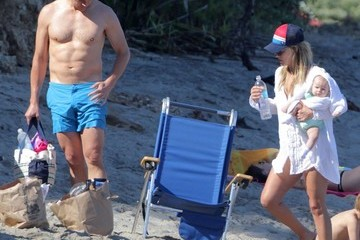Hayes MacArthur Ali Larter & Family Enjoy A Day On The Beach