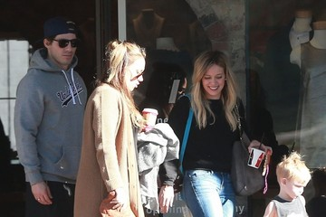 Haylie Duff Hilary & Haylie Duff Take Luca Shopping