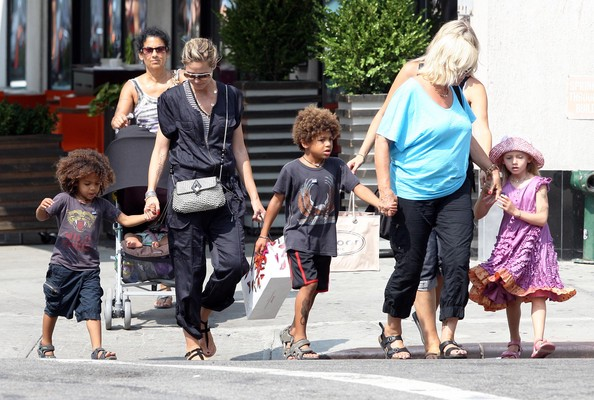 heidi klum children pictures. Heidi Klum And Family Out For