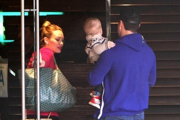Hilary Duff Mike Comrie Hilary Duff And Family Out For Lunch In Sherman Oaks