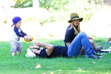 Hilary Duff Mike Comrie Hilary Duff Takes Her Family to the Park