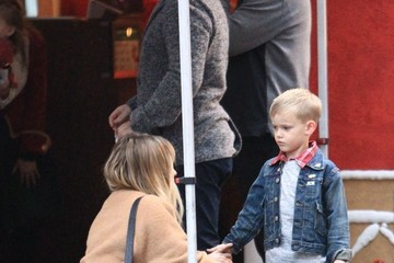 Hilary Duff Mike Comrie Hilary Duff and Mike Comrie Take Their Son to the Santa House