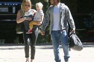Hilary Duff Mike Comrie Hilary Duff Takes Luca to a Baby Class