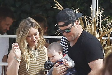 Hilary Duff Mike Comrie (FILE) Hilary Duff and Mike Comrie Announce Split