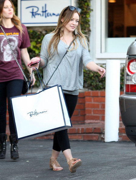 http://www2.pictures.zimbio.com/fp/Hilary+Duff+Out+Shopping+Fred+Segal+SAp_44DR6x3l.jpg