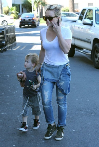 Hilary Duff & Son Luca Grocery Shopping At Ralph's