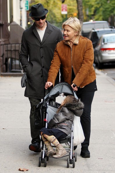 Hugh Jackman Family At The Park In New York City (Ava Jackman)