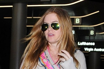 Isla Fisher Isla Fisher Lands at LAX