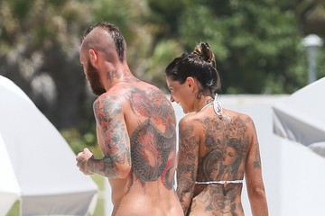 Ivone Meireles Raul Meireles and His Wife Relax at the Beach — Part 3
