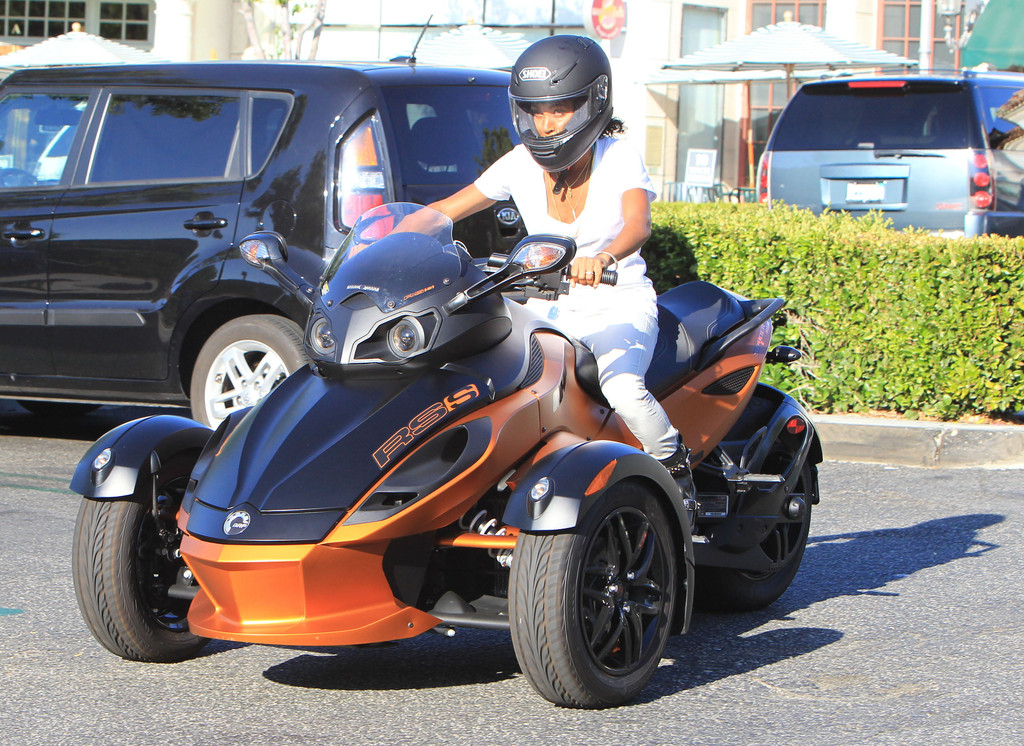 jada pinkett smith photos photos jada pinkett smith riding out on her 3 wheeled motorcycle. Black Bedroom Furniture Sets. Home Design Ideas