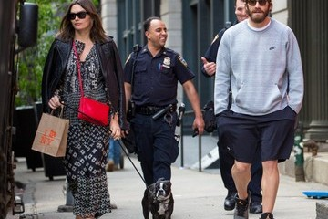 Jake Gyllenhaal Jake Gyllenhaal and Alyssa Miller Strolling in NYC