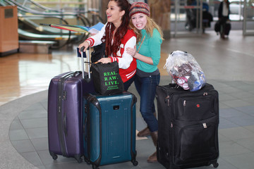 Jennette McCurdy Ariana Grande 'Swindle' Cast Catching A Flight In Vancouver
