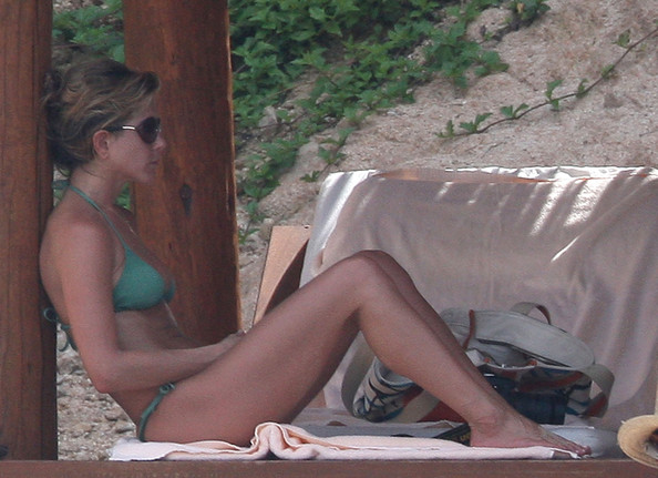 Jennifer Aniston spending the afternoon on the beach in Los Cabos,