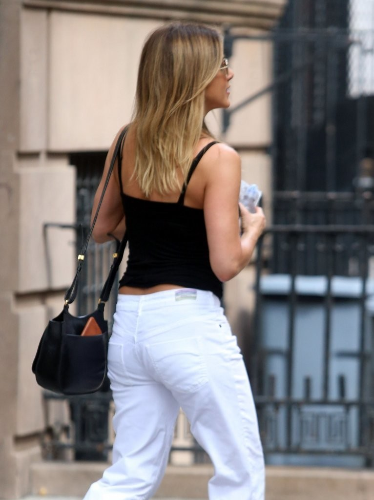 Jennifer Aniston Photos Photos Jennifer Aniston Out And About In Nyc Zimbio