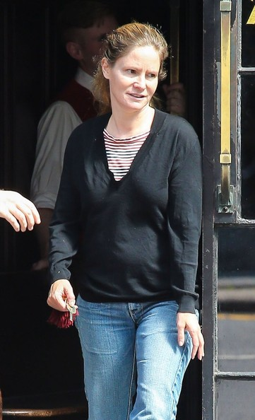Jennifer Jason Leigh Pictures - Jennifer Jason Leigh ... Tobey Maguire Movies