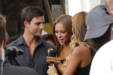 Jennifer Love Hewitt Colin Egglesfield Jennifer Love Hewitt Doing An Interview For EXTRA