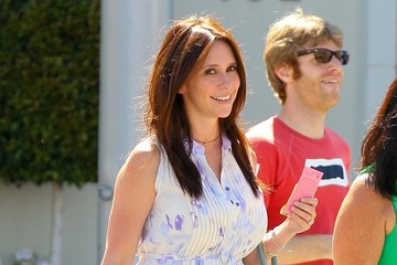 Jennifer Love Hewitt Jennifer Love Hewitt Takes a Stroll in Beverly Hills