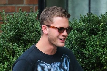 Jeremy Irvine Jeremy Irvine Chats on His Phone in NYC