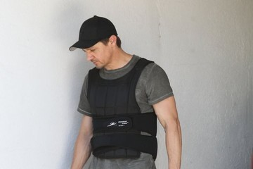 Jeremy Renner Jeremy Renner Gets His Workout In
