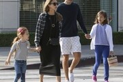 Actress and busy mom Jessica Alba was spotted out with her daughters Honor and Haven and also her husband Cash on November 6, 2016.. The group grabbed breakfast and then walked around West Hollywood together.