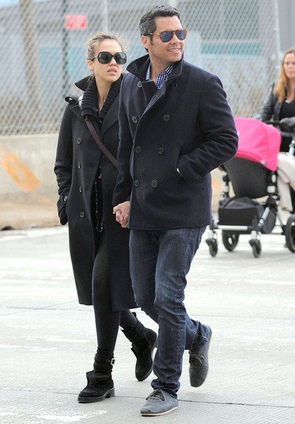 Jessica Alba Pregnant actress Jessica Alba and Cash Warren take their daughter Honor Warren to a Tribeca playground for the afternoon in New York City, NY.