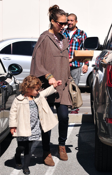 Jessica Alba Pregnant actress Jessica Alba and her daughter Honor returning to their car after having lunch with some friends in Brentwood, CA.