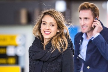 Jessica Alba Travels with a Smile