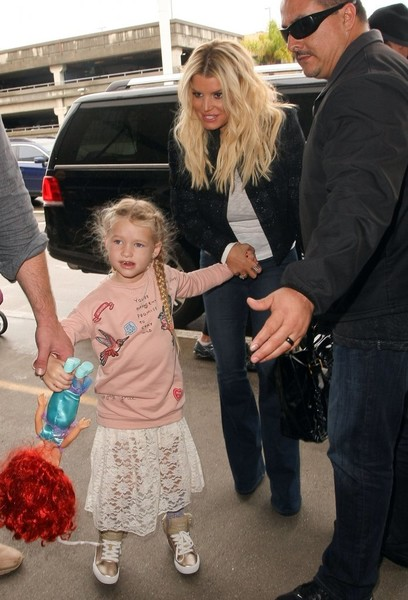 Jessica Simpson Photos Photos Jessica Simpson Amp Family Departing On A Flight At Lax Zimbio