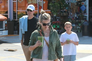Jim Toth Reese Witherspoon & Family Go Grocery Shopping