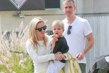Jim Toth Reese Witherspoon Runs Errands Around LA With Her Family