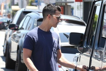 Joe Jonas Joe Jonas Visits the Barber Shop