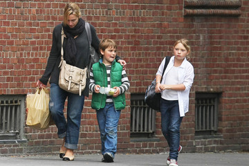 Joe Mendes Kate Winslet Running Errands With Her Kids In New York City