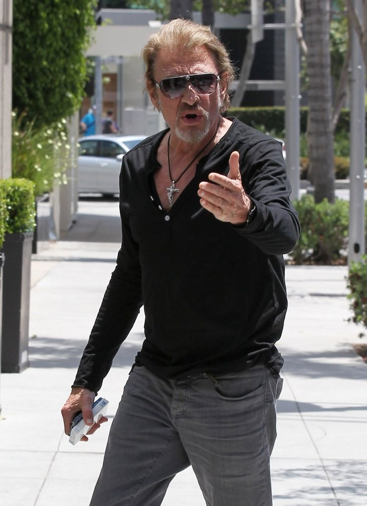 johnny hallyday grabs lunch with laeticia zimbio. Black Bedroom Furniture Sets. Home Design Ideas