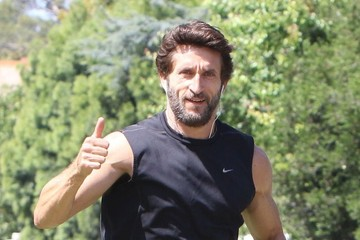 Jonathan LaPaglia Jonathan LaPaglia Goes For a Run