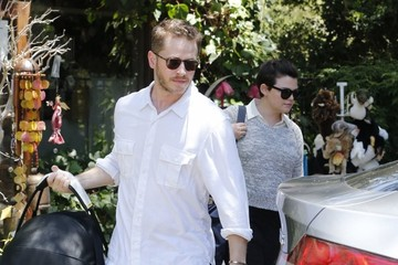 Josh Dallas Ginnifer Goodwin & Josh Dallas Take Oliver To A Birthday Party