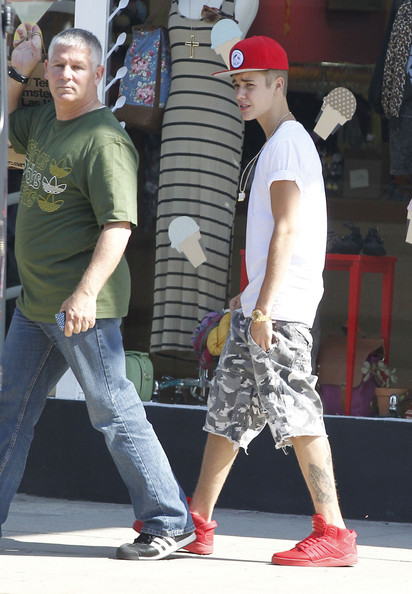 Justin Bieber Pop diva Justin Bieber and his bodyguard out shopping at American Apparel in Studio City, California on August 11, 2012