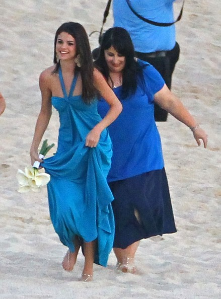 justin and selena make out at a wedding zimbio