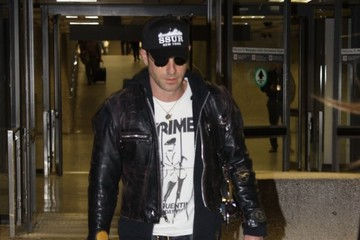 Justin Theroux Justin Theroux Arrives on a Flight in Washington DC