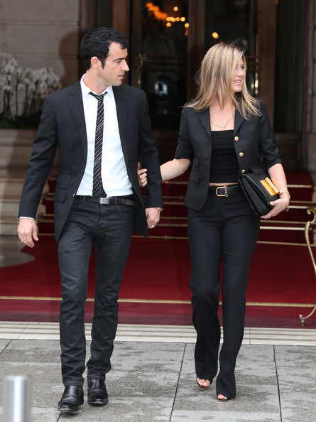 http://www2.pictures.zimbio.com/fp/Justin+Theroux+Jennifer+Aniston+Justin+Theroux+tOtYJw7Kgyyl.jpg